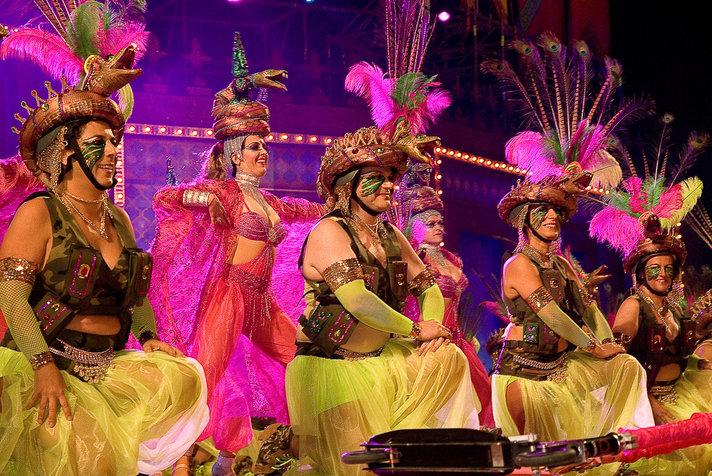 Las Palmas jo karnevaalihuumassa:<br /> Maanantain karnevaalipukukisassa<br /> mukana suomalaisnainen