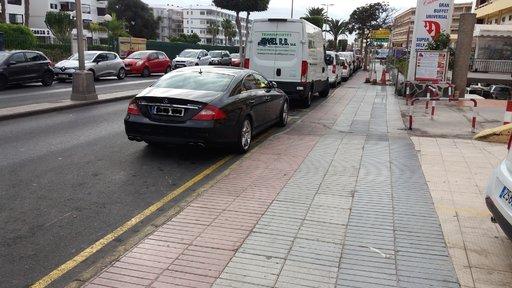 Autoilu – Parkkeeraus vs. persaukisuus<br />  Gran Canaria
