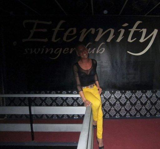 Espanjan Sevillasta kotoisin oleva transseksuaali Jose on Eternityn vetäjä. Eternityssä käy selkeästi eniten paikallisia ja asiakkaat ovat nuorempia kuin muilla klubeilla.