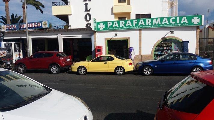 Kuvan autot ja paikka eivät liity tapahtumaan, vaikka vaikuttaakin siltä, että autot ovat jotenkin päätyneet hyvin lähekkäisiin tunnelmiin.