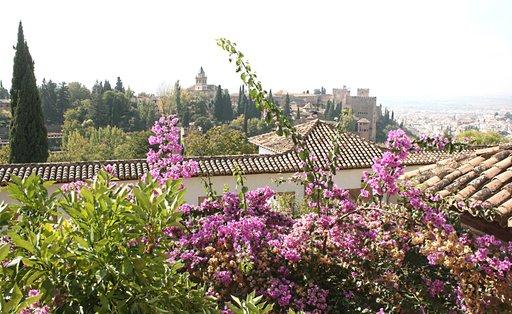 Granadan La Alhambra on yksi Espanjan suosituimmista nähtävyyksistä.