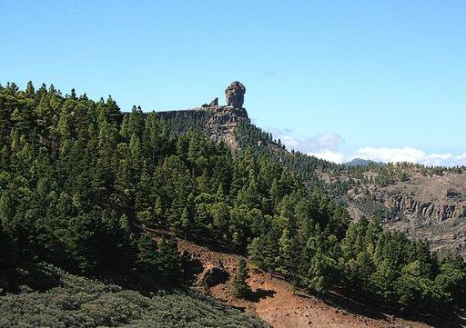 Patikointi Gran Kanarian vuoristo on elämys. Kuvassa saaren tunnusmerkki Roque Nublo.
