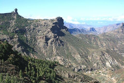 Gran Canarian maamerkki Roque Nublo on patikointireitin päässä.