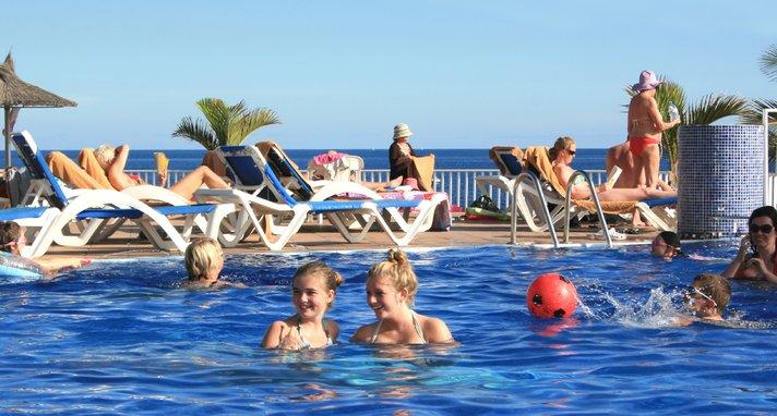 Matkailijoiden määrissä kova kasvu Lanzarotella - paras matkailuvuosi aikoihin