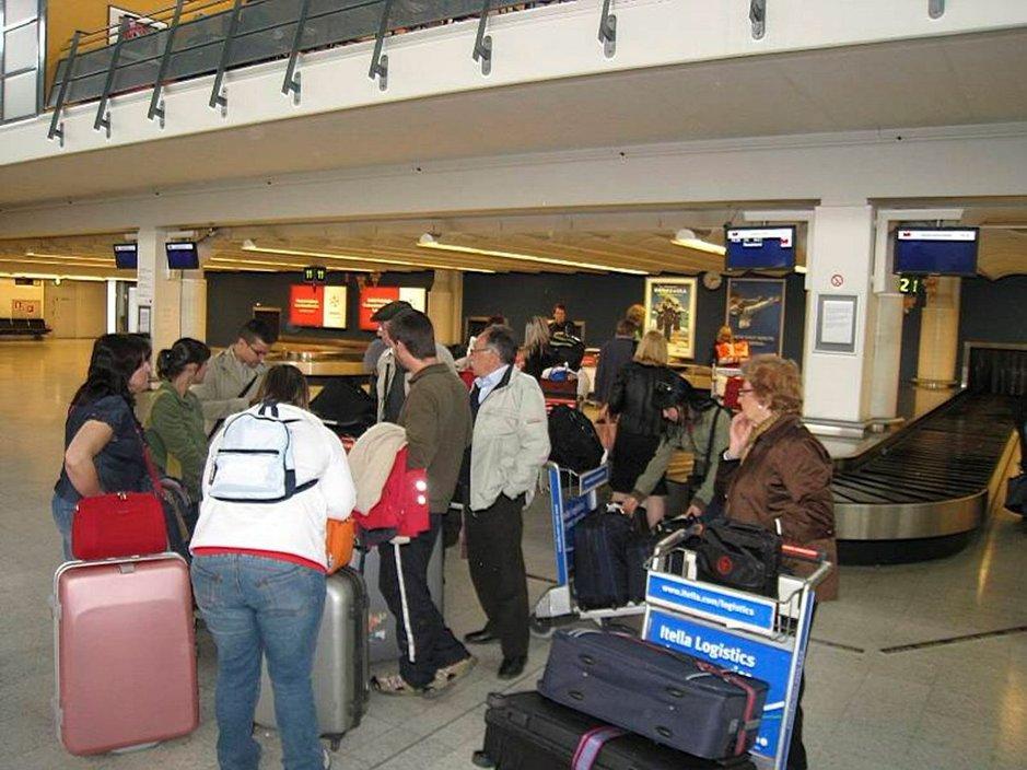 Joiltakin unohtuu jopa matkalaukku kotiin eikä passin unohtaminenkaan ole kovin harvinaista.