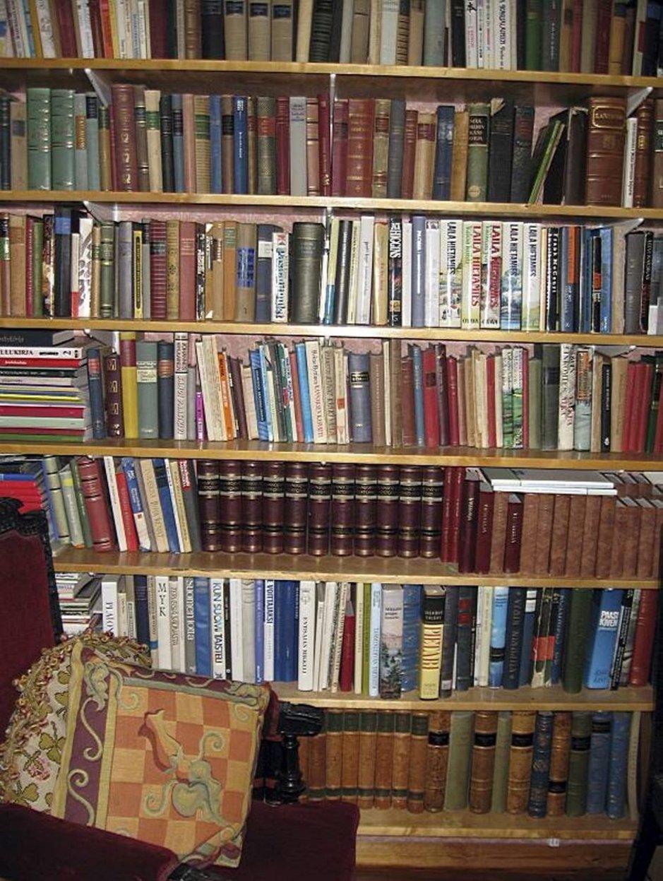 Jos olet tuonut lomalukemiseksi kirjoja / lehtiä Suomesta, etkä tarvitse mukaasi kotimatkallesi, ne ovat erittäin toivottuja kaikissa lainauspisteissä – pistä siis hyvä kiertämään.