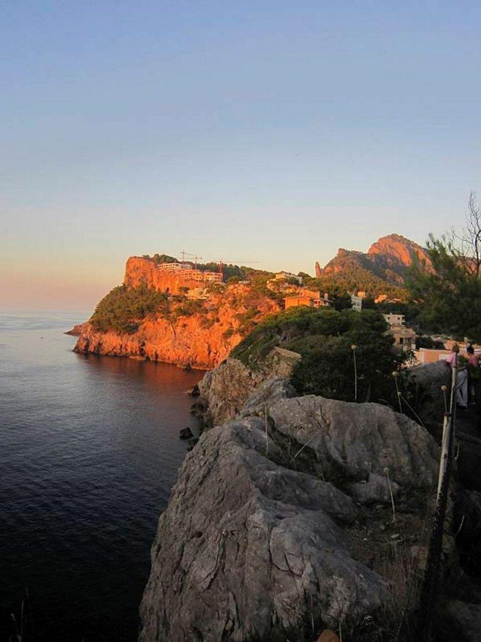 Mallorcan kesämatkailuun on tulossa mullistava muutos, kun yksityiset eivät voi enää vuokrata asuntojaan matkailijoille. Kuva Puerto de Sólleristä. Kuvat Jorma Aula.