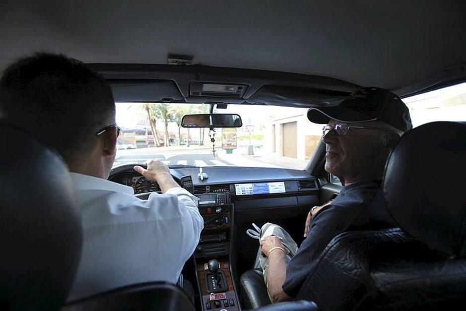 Taksi on Kanarialla kätevä, ja eurooppalaisittainkin edullinen, tapa liikkua paikasta toiseen.