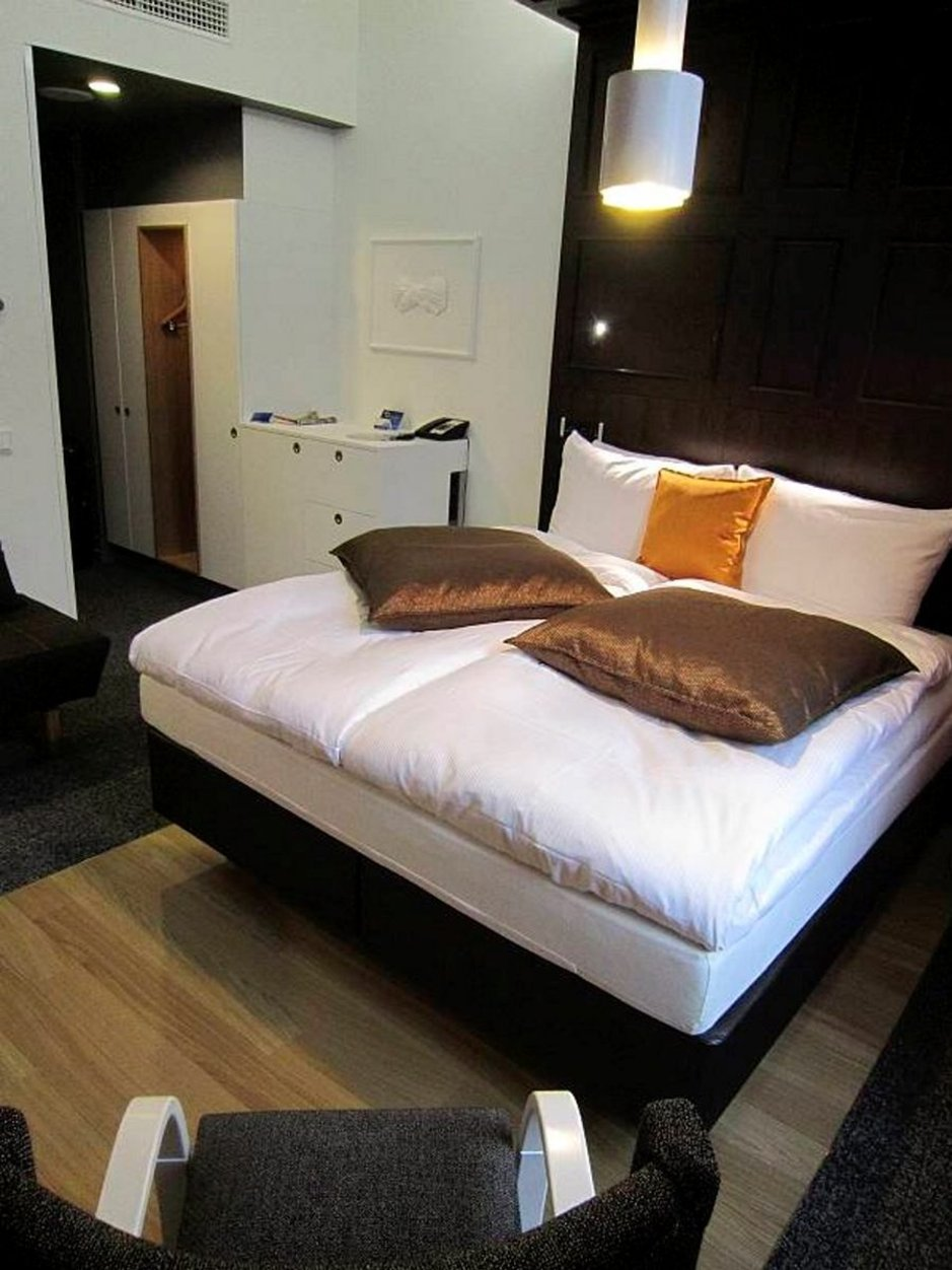 Espanja ei p&auml;rj&auml;nnyt - Edullisin<br /> viiden t&auml;hden hotelli Varsovassa