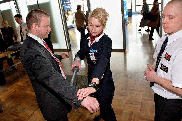 Lentokentälle kannattaa mennä ajoissa: uusi nesteasetus hidastaa turvatarkastuksia