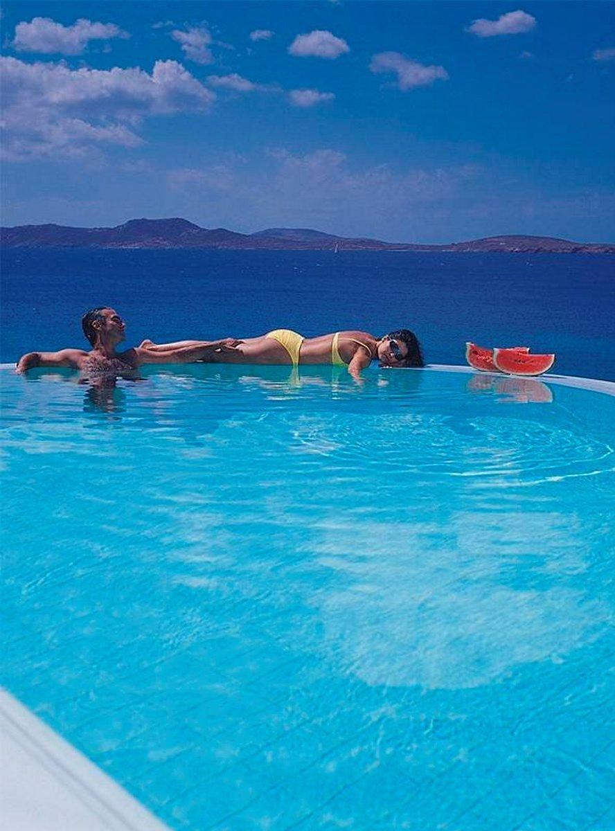 Uima-altaan flirttipotentiaaliin uskoo vain viidennes vastaajista. Suomalaissinkkujen mukaan yleisimmin lomaromanssit löytyvät perinteisesti baarista.