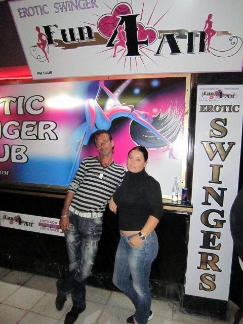 Fun 4 All -klubin omistaja Richard Stapper ja kumppaninsa Ancelique kertovat valtaosan asiakkaistaan olevan yli 40-vuotiaita, tavallisia perheellisiä ihmisiä ja vanhempia eläkeläisiä, joita yhdistää fiksut käytöstavat, avoin uteliaisuus ja kokeilunhalu seksiin.