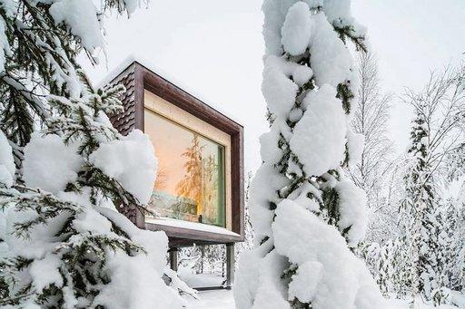 Napapiirillä Santa Park -huvipuiston alueella sijaitseva hotelli on kokonaisuudeltaan Suomen erikoisin. Olohuoneesta avautuu koko seinän kokoinen ikkuna lappilaiseen luontoon ja talvellla suoraan revontulielämyksiin.