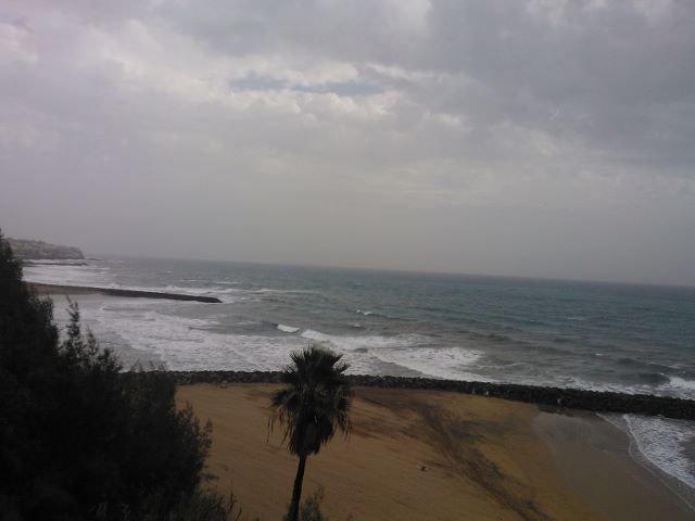 Myrskytuhoja ja edelleen sadetta: mutta esimerkiksi Gran Canarialla koulut avoinna normaalisti