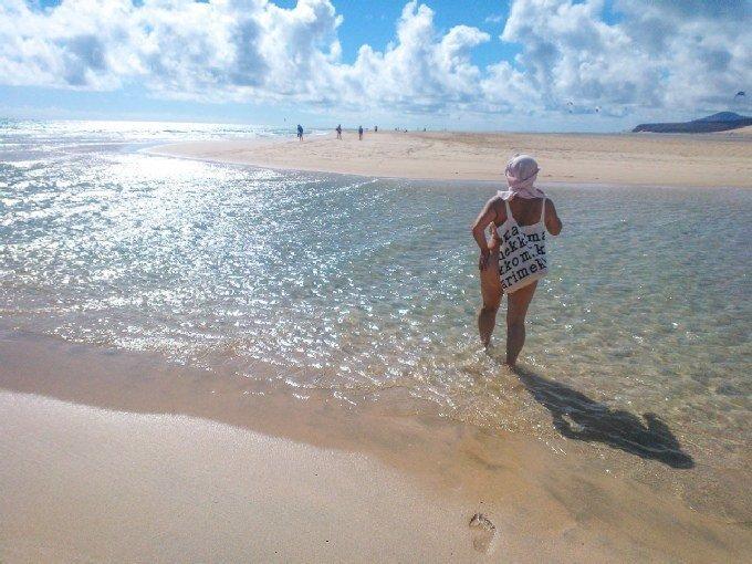 Alastonkävely pitkin Jandian-Sotaventon rantoja on parasta, mitä moni naturisti tietää. Ranta on helposti saavutettavissa, sillä lähimmiltä hotelleilta matkaa tulee vain kolmesataa metriä. Hiekka on hienorakeista, eikä piiskaa kohtuullisellakaan tuulella.