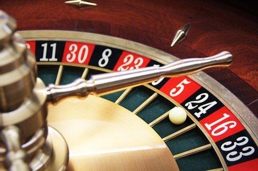 Casinopelit ovatkin hauska vaihtoehto lomalla, kun haluat taukoa auringosta tai vain kokeilla jotakin uutta muiden saarten aktiviteettien ohella.