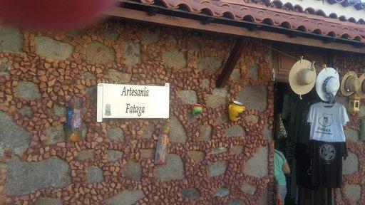 Fatagan kylä osui retkipäivän loppuosalle, sinne ja muun muassa kylän viehättäviin pkäsityöuoteihin voisi tehdä ihan omankin retkensä. Matka esimerkiksi Inglesistä Fatagaan sujuu nopeasti ja helposti hyviä teitä pitkin.