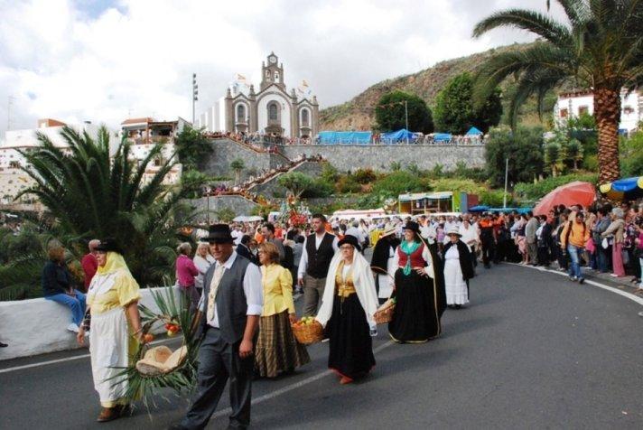 Juhlap&auml;ivi&auml; - Juhlatunnelmaa Santa Lucia<br /> de Tirajanan vuoristokyl&auml;ss&auml;