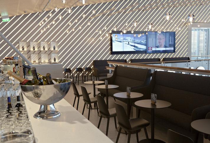 Helsinki-Vantaan lentoasemalle avattu mm. sääelämyksiä tarjoava Artic Bar
