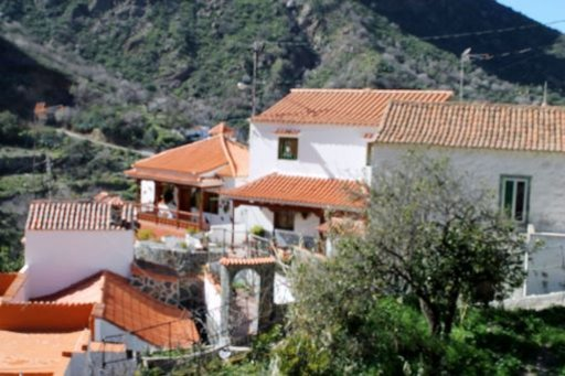 Vaellusreittien varrella on usein ihastuttavia pikkykyliä, kuten esimerkiksi La Culata.
