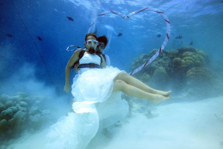 Kiinnostaisiko vedenalaiset<br /> häät vaikka Malediiveilla? Helsinki