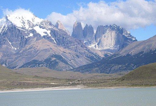 Torres del Painennähtynä Laguna Amargan käsin.