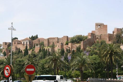 Maurien rakentama Alcazaba-linnoitus valvoo kaupungin menoa.