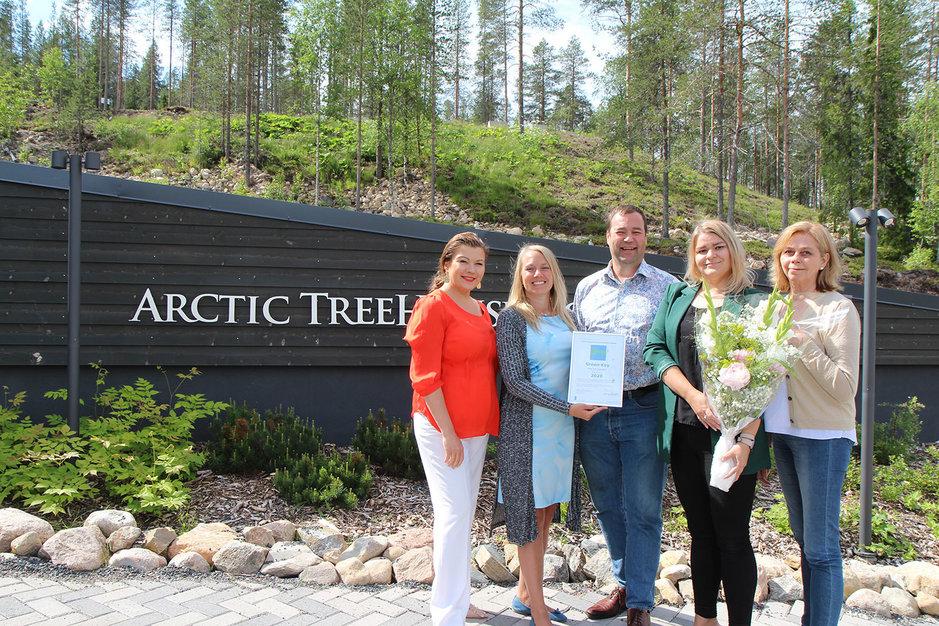 Kuvassa vasemmalta Katja Ikäheimo-Länkinen, Visit Finlandin Liisa Kokkarinen, Ilkka Länkinen, hotellipäällikkö Tina Kaikkonen, sekä projektipäällikkö Pirjo Pääkkönen.