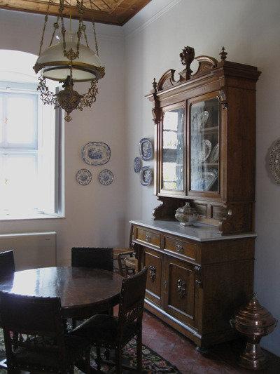 Rikkain saarelainen oli Lazarus Kountourioitis, joka antoi suuren omaisuuden vallankumoussodan onnistumiseksi. Hänen upea kotinsa on nykyään sen ajan huonekaluilla kalustettu museo.