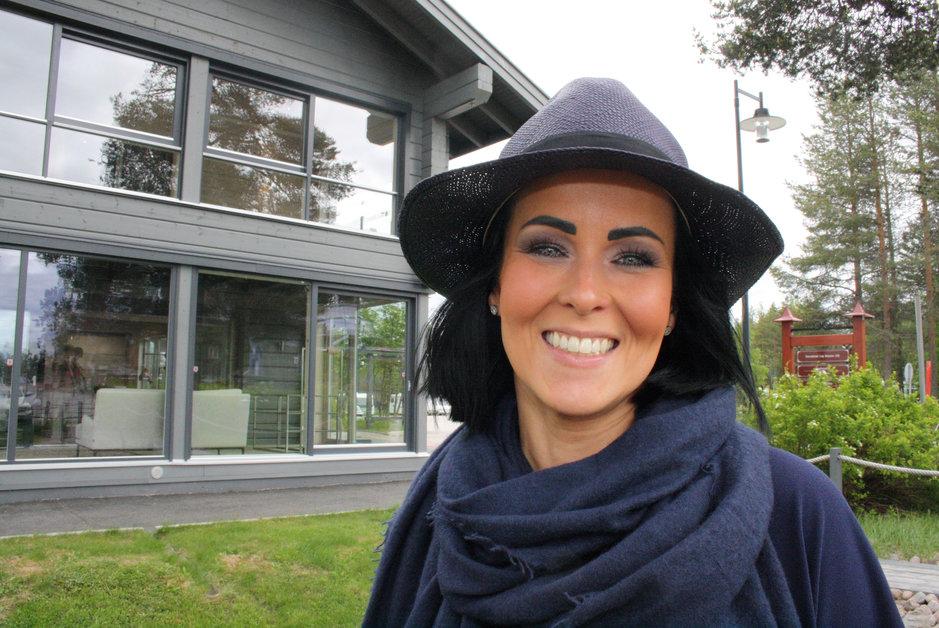 Mari Kotaniemi avaa Balmuir-myymälän Rovaniemen napapiirille.