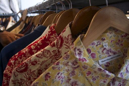 Blue Collar White Collar valmistaa niin värikkäitä kukkakuosipaitoja kuin perinteisempiä valkoisia pukupaitoja.