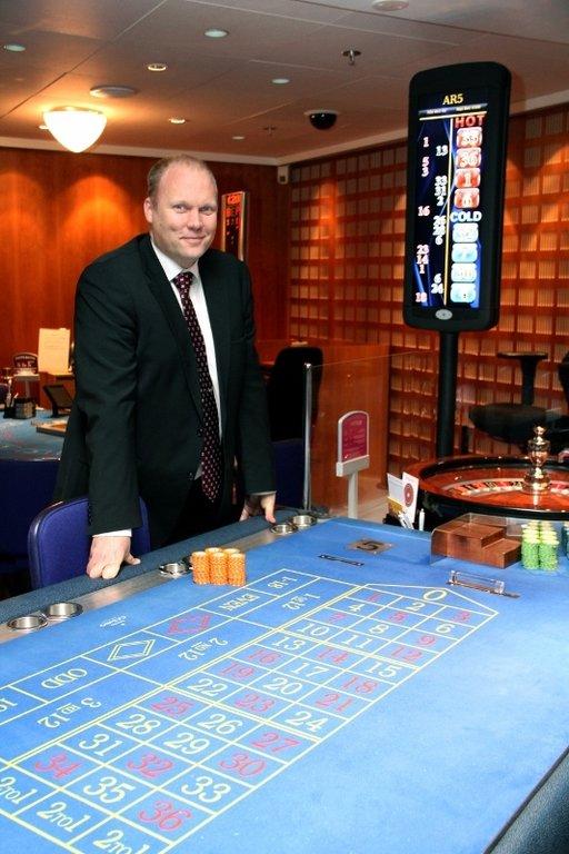Seminaarissa toisen hyvin ajankohtaisen puheenvuoron saa RAY:n johtaja Marko Hurme, joka isännöi samana iltana hotellin alakerrassa juhlittavia Feel Vegas -peliklubin virallisia avajaisia.