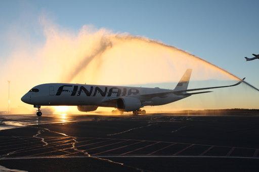 Finnairin kolmastoista Airbus A350 -kone laskeutui Helsingin lentoasemalle Ystävänpäivänä. Tämä kuva on lokakuulta 2015, jolloin ensimmäinen, kauan odotettu yksilö saapui.