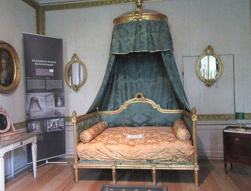 Kuninkaan huonessa ovat yöpyneet Ruotsin Kustaa III ja Venäjän keisarit Aleksanteri I ja Aleksanteri II.