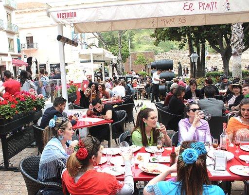 El Pimpi on hyvin suosittu taverna.