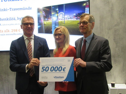 Finnlines lahjoitti 50 000 euroa Suomen Lasten Syöpäsäätiölle.