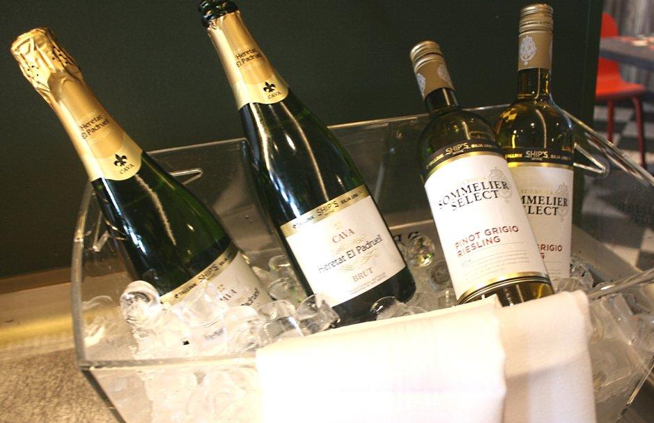 Heretat El Padruell-cava ja St. Ursula Sommelier Select valkoviini ovat uudet Tallink Silja valittu viinit