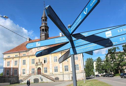 Narvan kaupungintalo. Tällä hetkellä kaupungissa asuu noin 53 000 ihmistä.