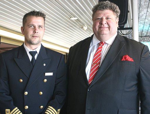 m/s Mariellan kapteeni Stefan Dahlström ja Viking Linen markkinointijohtaja Kaj Takolander