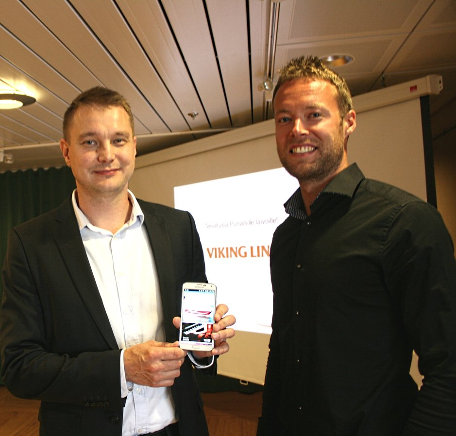 Ixonoksen kehitysjohtaja Esa Nettamo sekä Viking Linen markkinoinnin Håkan Sourander esittelevät uuden mobiilisovelluksen