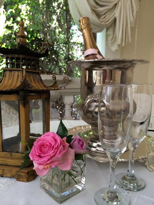 Illyria Housen sisustus on runsaan romanttinen.