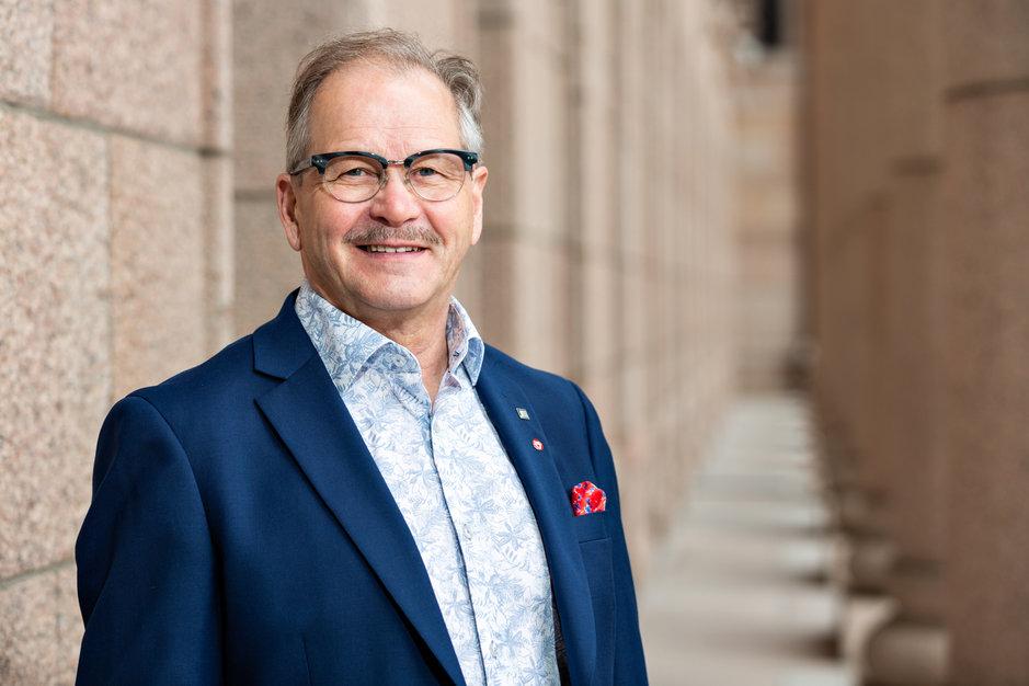 Kajaanilaisen kansanedustaja Raimo Piiraisen (sd) mielestä Itäradan ripeä eteneminen on hyvä uutinen. (Kuva: Jukka-Pekka Flander)