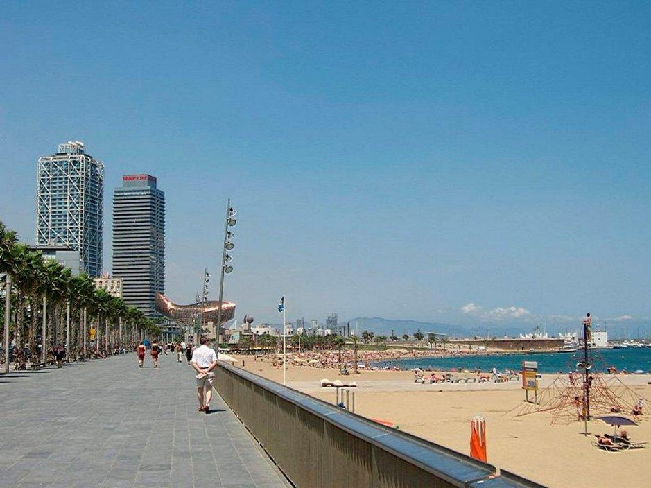 Barcelonassa yhdistyvät sopivasti kaupunki- ja rantaloma. Kaupunki on yksi suomalaiste suosikkikohteista.