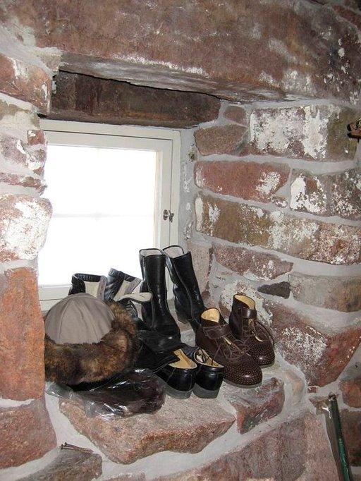 Önningebyn museo on rakennettu vanhaan kivinavettaan.