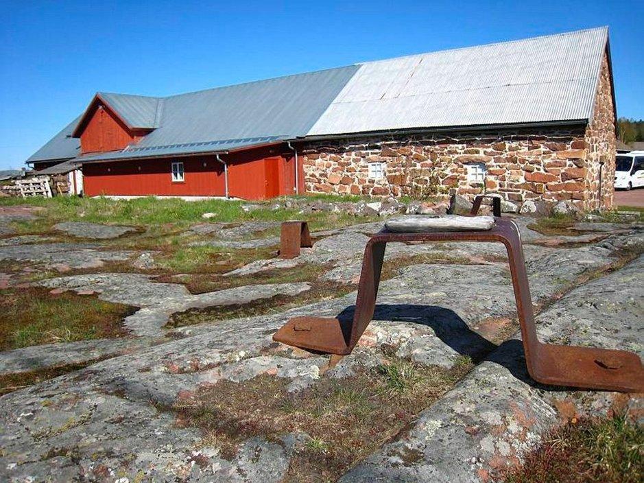 Önningebyn museo on rakennettu maatalouden, pulloken keräämisen ja autokaupan tuloilla.