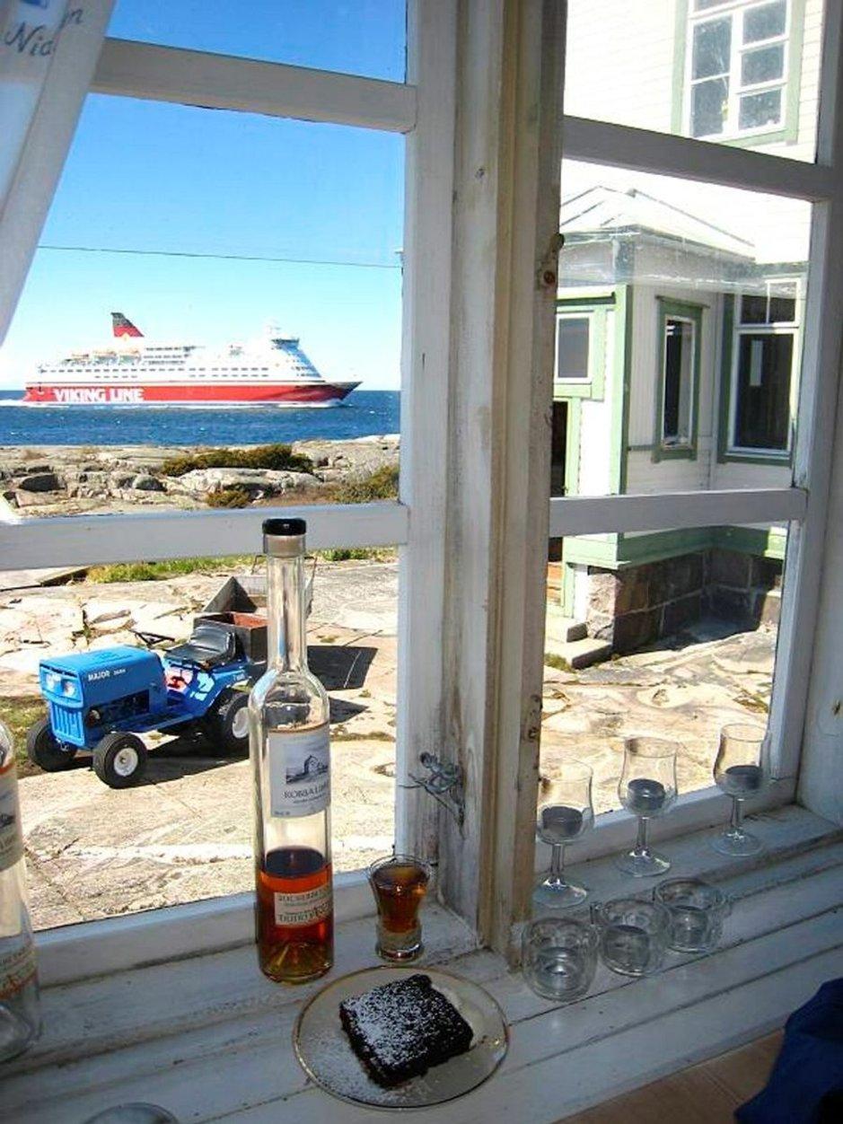 Laivat ovat jokäpäiväinen näky Kobba Klintarilla.