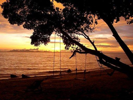 Koh Jumin saarella Etelä-Thaimaassa kelpaa ihailla auringonlaskuja.