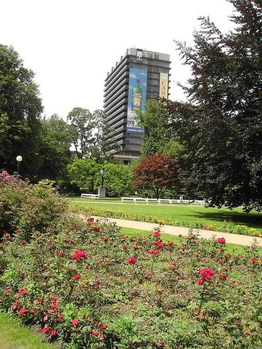 1970-luvulla rakennettu Spa Hotel Thermal edustaa hieman uudempaa arkkitehtuuria.