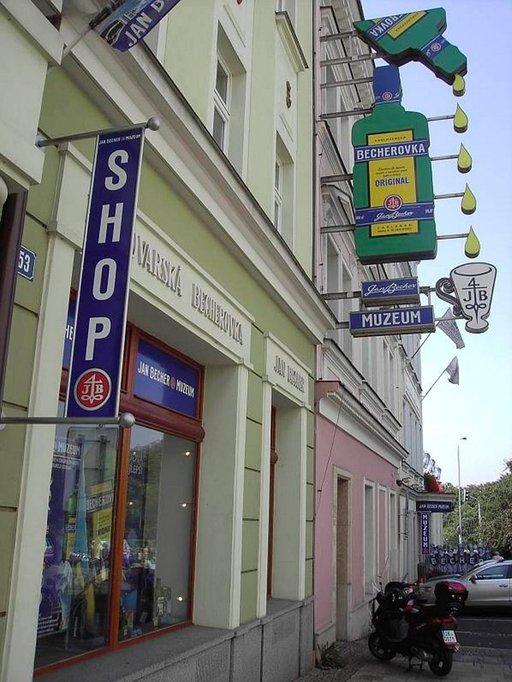 Apteekkari Josef Becherin vatsatippoja on myyty vuodesta 1807.