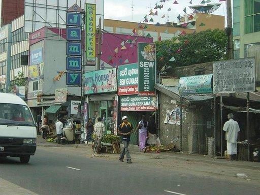Colombon liikennekulttuuri on villiä ja torvet soivat lähes tauotta.